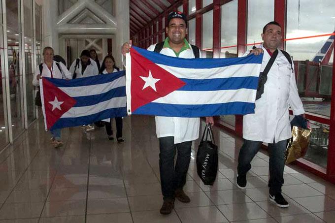 Llega a Cuba grupo de más de 200 médicos que trabajaron en Brasil (+ fotos)