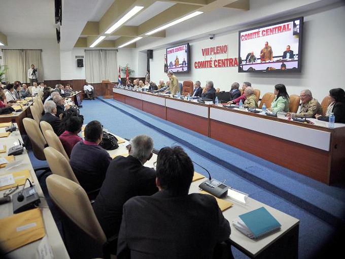 Analiza Pleno del Comité Central del Partido proyecto de Constitución de la República de Cuba