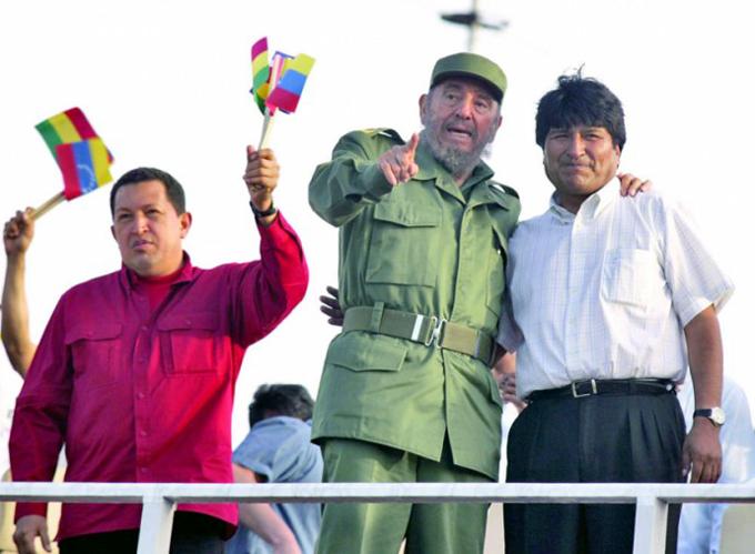 Evo rinde tributo a Fidel y Chávez y llama a preservar su legado