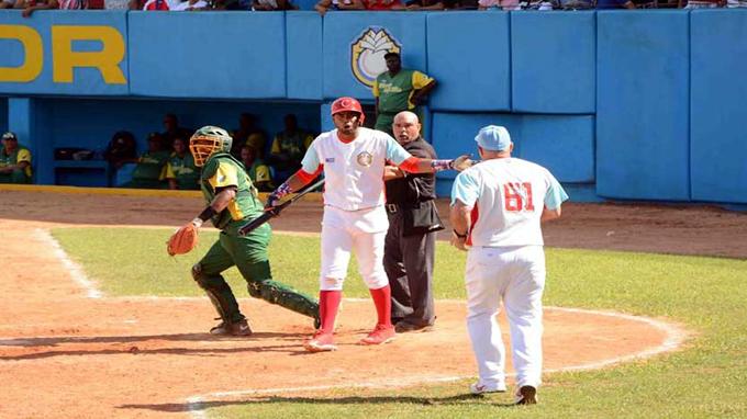 Béisbol cubano: entre protestas y expulsiones anda el juego