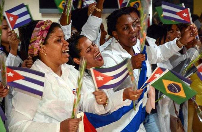 En casa otros 210 médicos cubanos procedentes de Brasil (+ fotos)