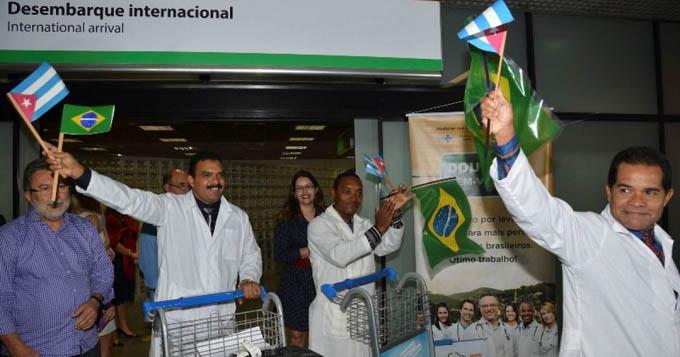 Bienvenidos a la Patria, dice Raúl a médicos que retornan de Brasil