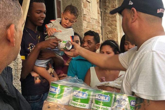 Equipo de programa Vivir del cuento ayuda a afectados por tornado (+fotos)
