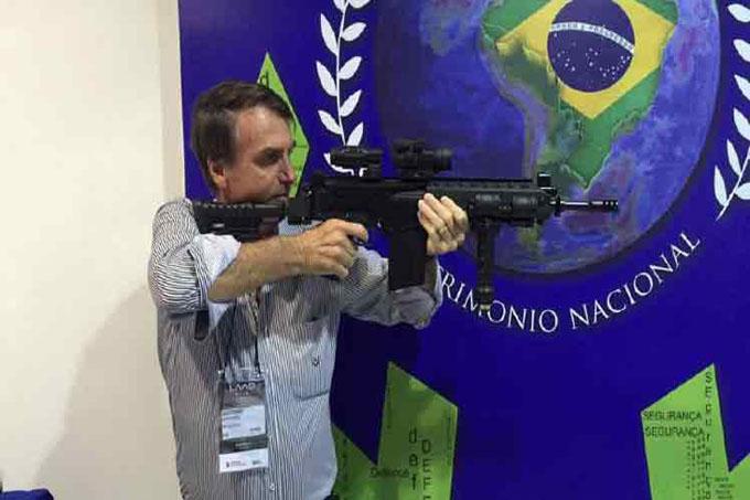 Ratifican firma de polémico decreto para posesión de armas en Brasil