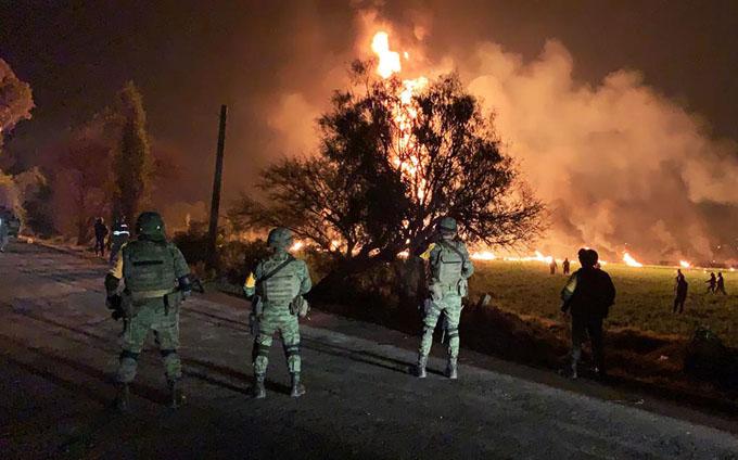 Aumentan a 66 los muertos en explosión de ducto en México (+ video)