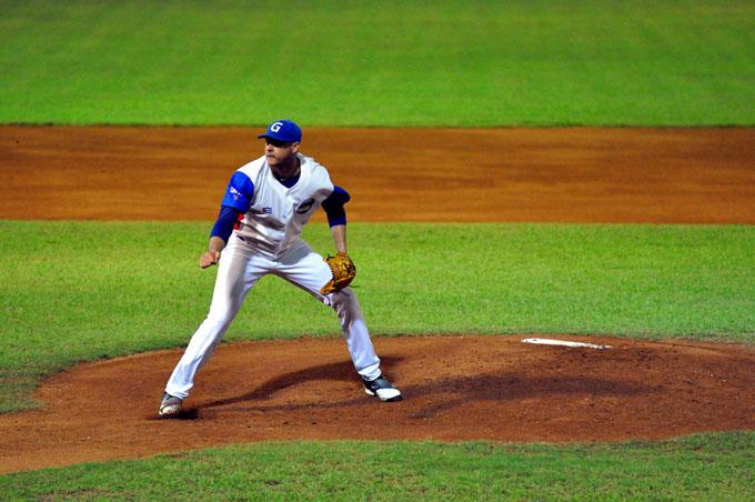 Con duelos dispares, comienzan los playoffs del béisbol cubano