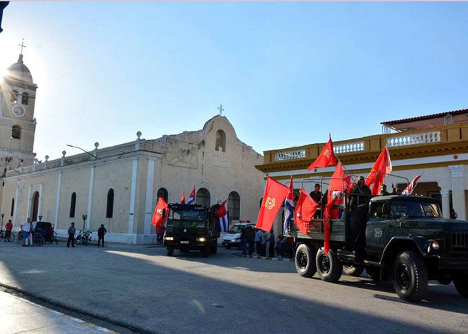 Como hace 60 años, avanza por Oriente cubano Caravana de la Libertad
