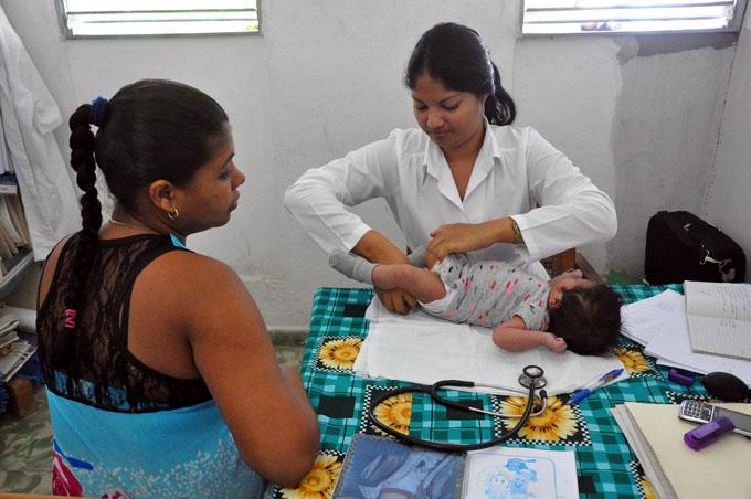 Celebran en Cuba los 35 años del médico y enfermera de la familia (+ video)