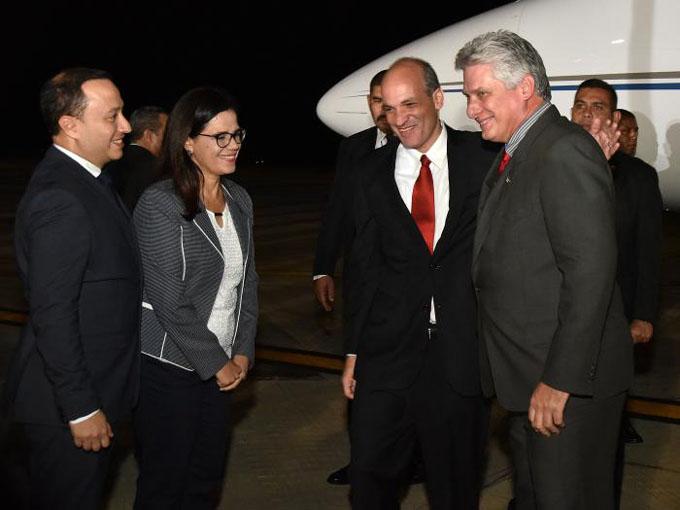 Presidente cubano arriba a Venezuela para juramentación de Maduro (+ fotos)