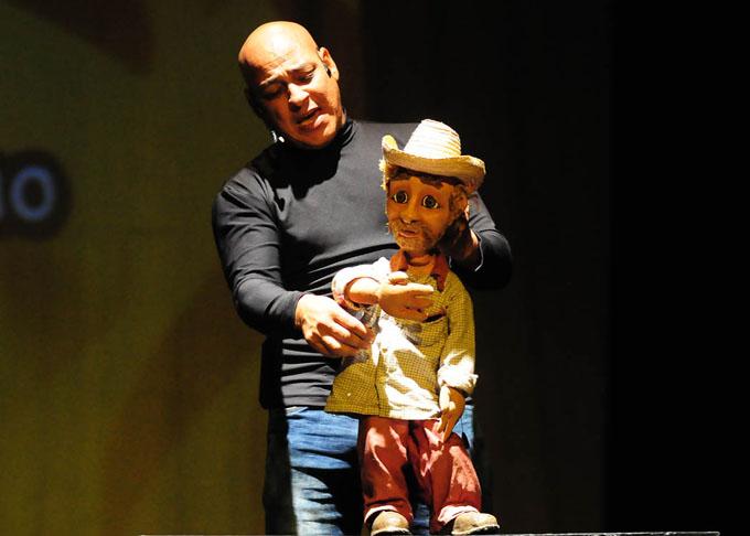 Reconocen a personalidades en festejos por el Día del Teatro Cubano (+ fotos)