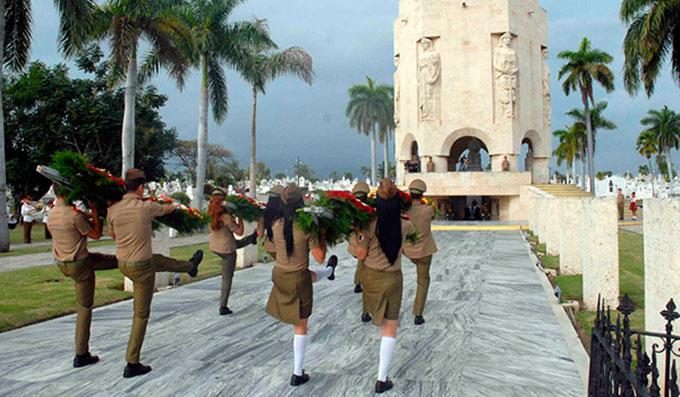 Ofrendas florales de Raúl y Díaz-Canel en homenaje a José Martí