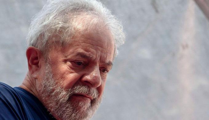 Mejor hubiera sido armar a Brasil de trabajo y libros, afirma Lula