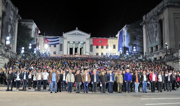Con Raúl y Díaz-Canel al frente, habaneros realizan Marcha de las Antorchas (+ audios y video)