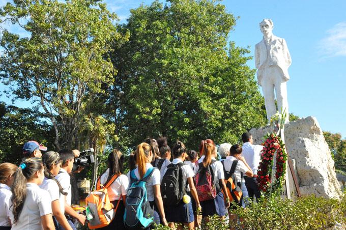 Prosigue hoy homenaje a José Martí (+ fotos y videos)