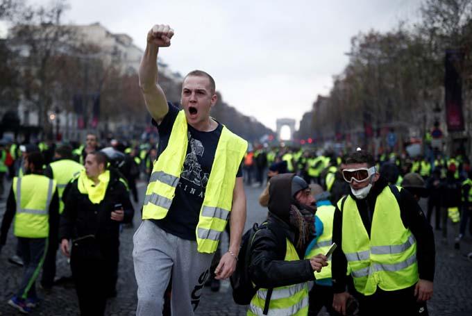 Chalecos amarillos a las calles de Francia por octavo sábado