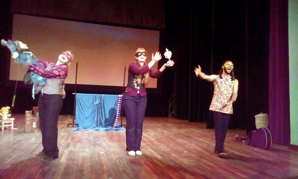 Teatro La Rosa sedujo a niños manzanilleros