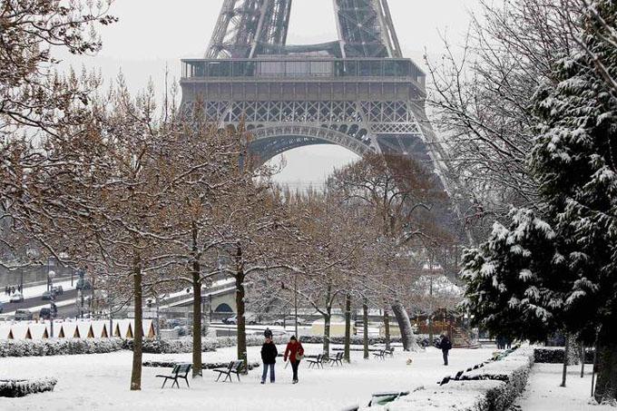 Torre Eiffel cerrada al público por temporal de nieve