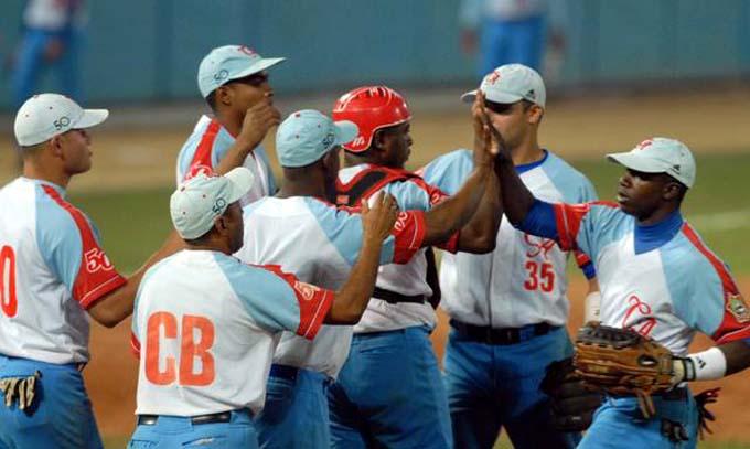 Tigres y Gallos por empatar serie de playoffs en béisbol cubano