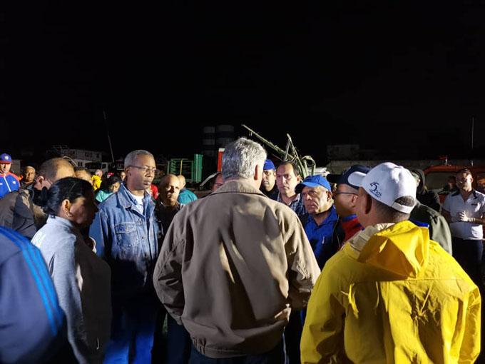 Recorre presidente zonas de capital cubana azotadas por tornado (+ fotos y videos)
