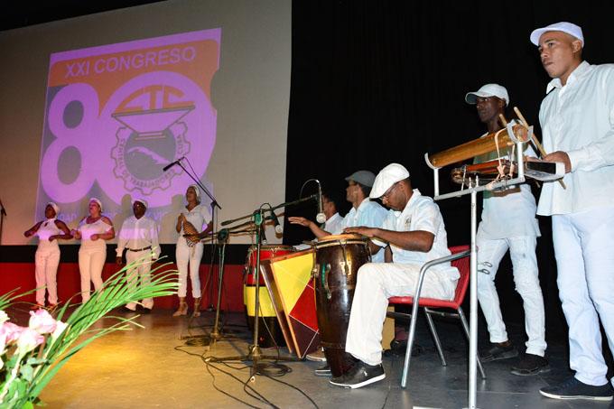 Celebran trabajadores granmenses aniversario de la CTC (+ fotos)