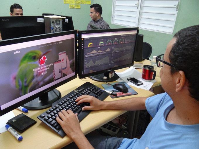 Presidente cubano anuncia taller nacional sobre informatización de la sociedad