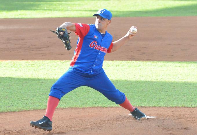 Leandro Martínez sigue en la cima de la pelota cubana