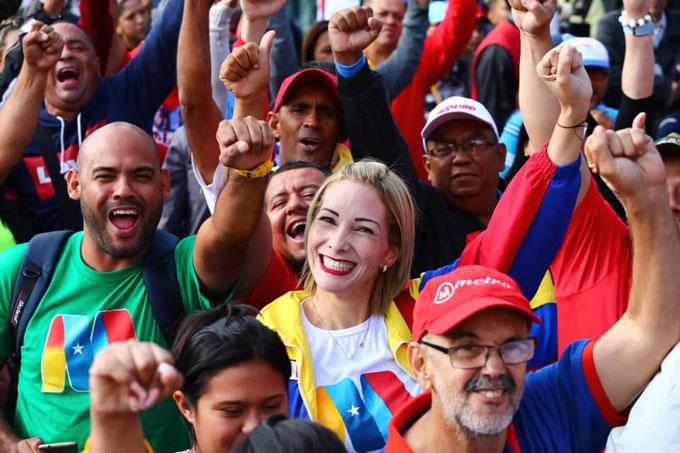 Venezolanos ratifican en las calles juramentación de Nicolás Maduro (+ fotos)
