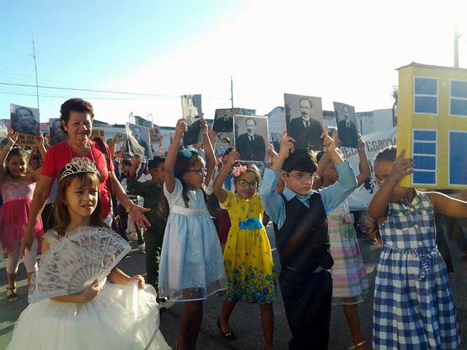 Tributo al Apóstol en las manos y los corazones de los niños (+ fotos)