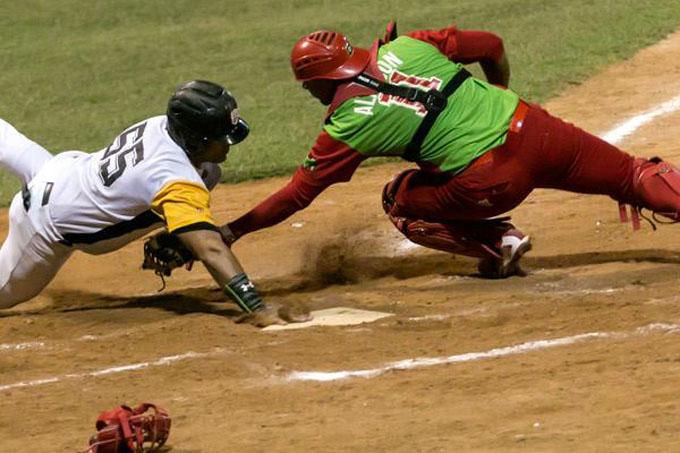 "Azucareros dicen ""basta"" y alzan la voz en la gran final de la pelota cubana (+ video)"