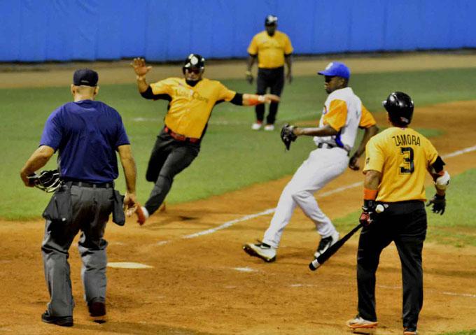 Villa Clara y Las Tunas tocan la puerta de la final de béisbol cubano