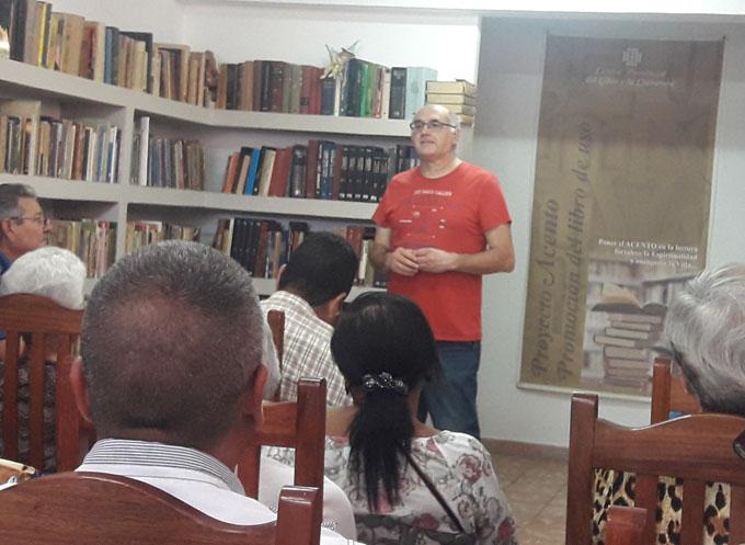 Presentan en Bayamo libro ¡Cabeza Arriba!