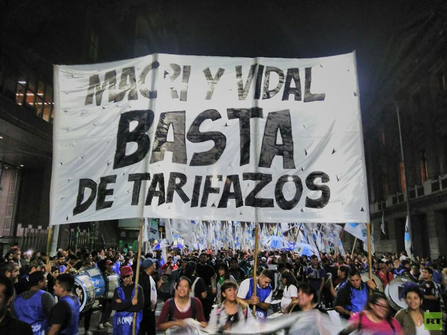 Argentinos reclaman tarifas justas en servicios básicos