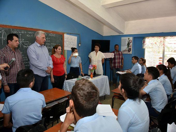 Díaz-Canel prosiguió en la noche visita a oriental provincia (+ fotos)