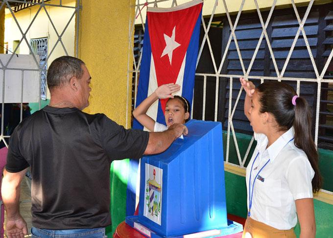 Más de ocho millones de cubanos están convocados hoy a refrendar la nueva Constitución (+ fotos y video)