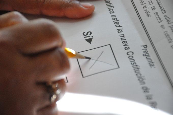 Cubanos ratifican nueva Constitución de la República