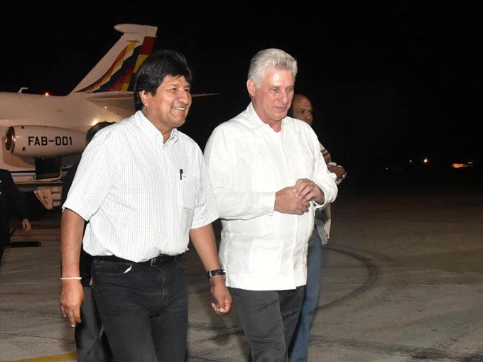 Presidentes de Bolivia y Cuba analizan temas internacionales (+ fotos)