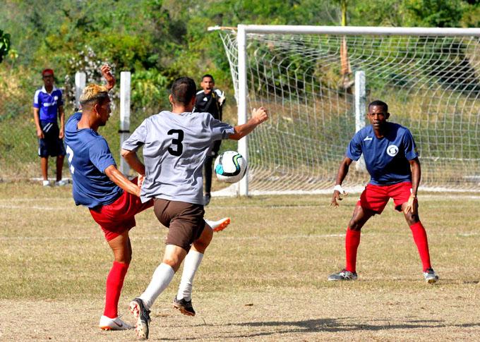 Incansables ascienden en liga cubana de fútbol