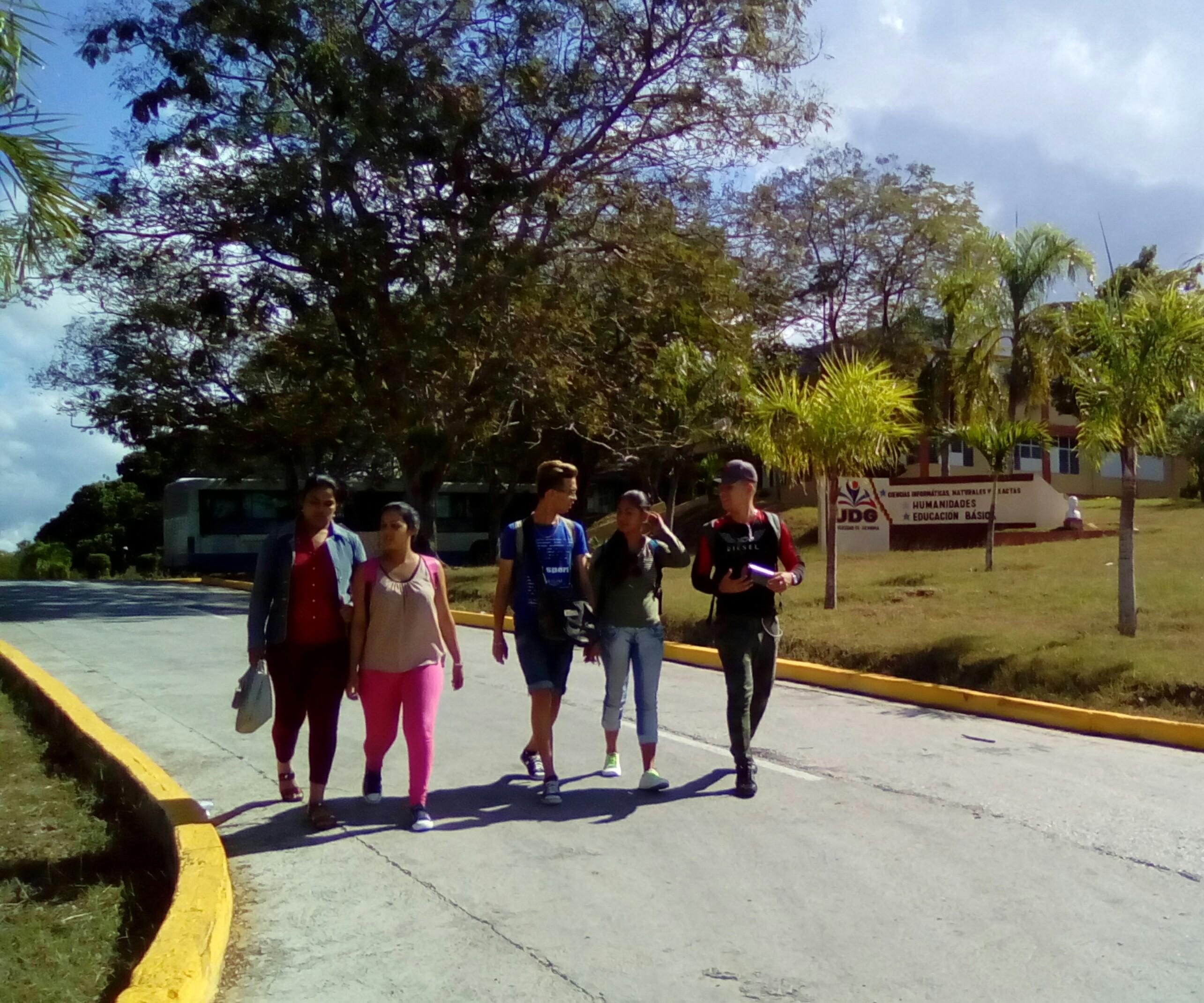 Universitarios manzanilleros inician semana de impacto social