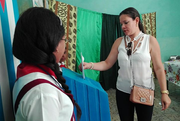 Distinguen participación de los manzanilleros en referéndum constitucional