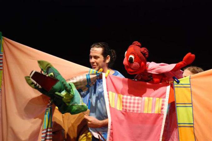 Caperucita Roja toma el camino a la ciudad