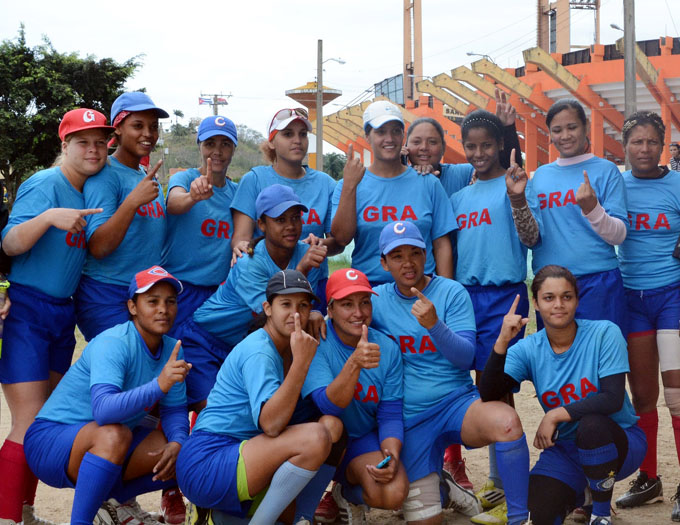 Granma va por la 15 en el nacional de softbol femenino (+ video)