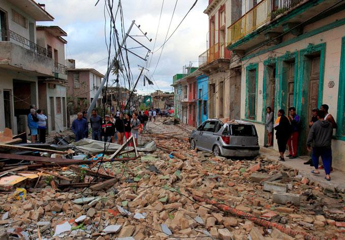 Estado cubano bonifica materiales de la construcción para damnificados del tornado en La Habana (+ video)
