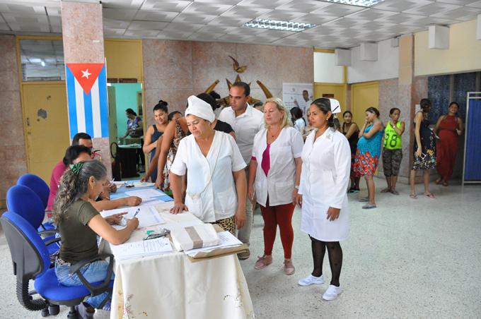 Acuden a votar personas hospitalizadas (+ fotos)