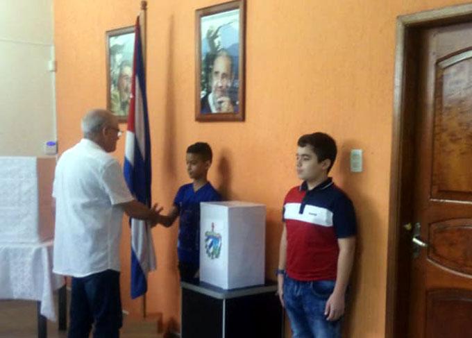 Votan cubanos en Brasil por nueva Constitución en su país (+ fotos)