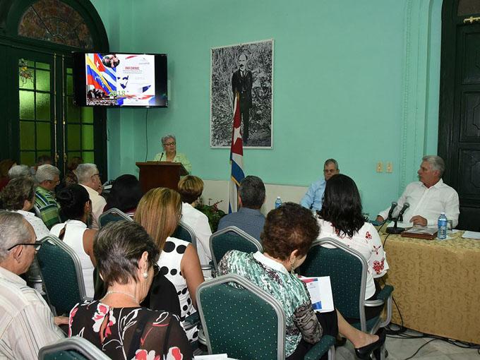 Presidente de Cuba participa en balance de la Contraloría General (+ fotos)