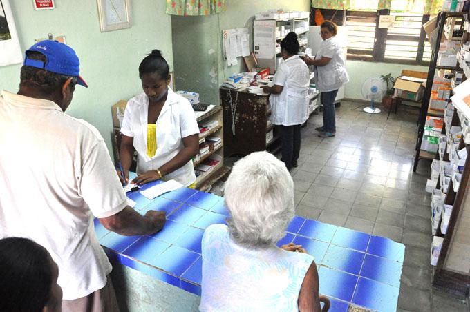 Por más unidades de farmacias y mejor calidad en los servicios