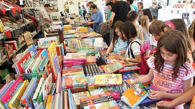 Invitados especiales extranjeros concurren en Feria del Libro en Cuba