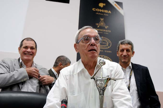 Confieren a Eusebio Leal el Premio Honorífico de Habanos
