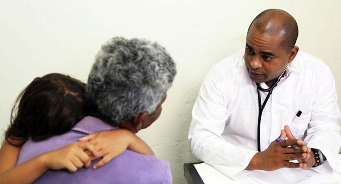 Gobierno de Bolsonaro prepara fin de programa Más Médicos