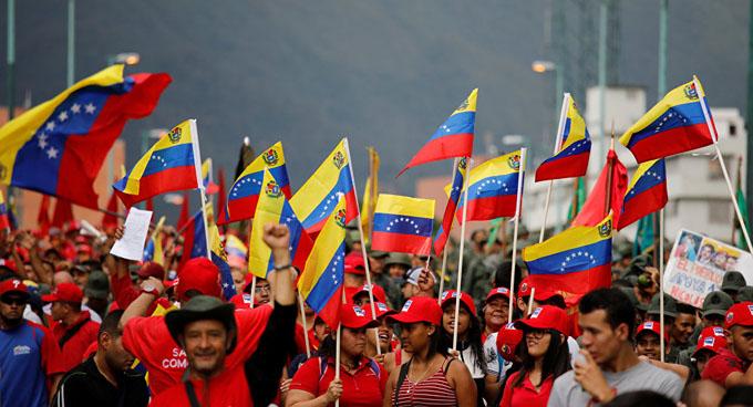 Venezuela mantiene paz pese a agresiones, destaca Maduro